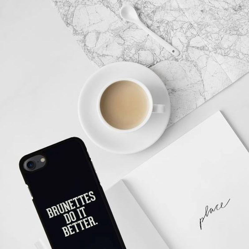 Plastový kryt na iPhone 7/8/SE 2 BRUNETTES