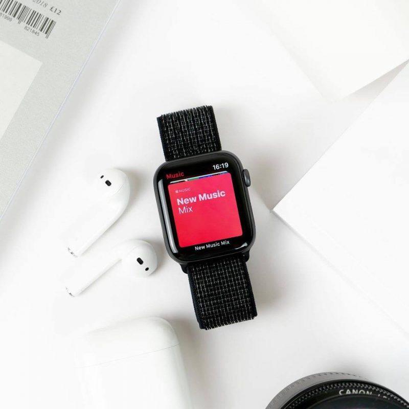 Remienok na Apple Watch 38mm/40mm Nylon čierny